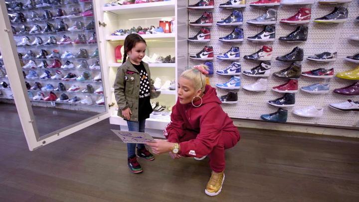 Halsey: Sneaker Shopping