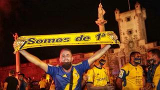 ¡Fiesta total! Afición y jugadores del Cádiz celebran a lo grande ascenso a Primera