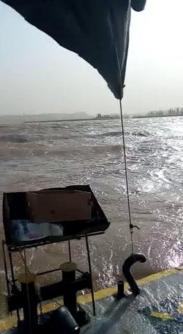 Las ráfagas de viento generaron dificultades al navegar el Río Paraná