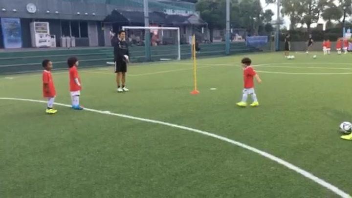 El hijo de Iniesta ya apunta maneras: ¡Golazo 'a lo Stamford Bridge'!