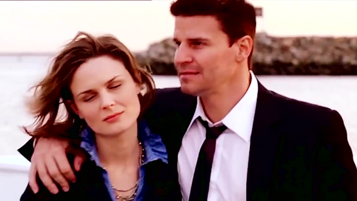 when do bones and booth kiss for the first time