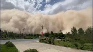 Tormenta de arena cubre la ciudad de Dunhuang en China