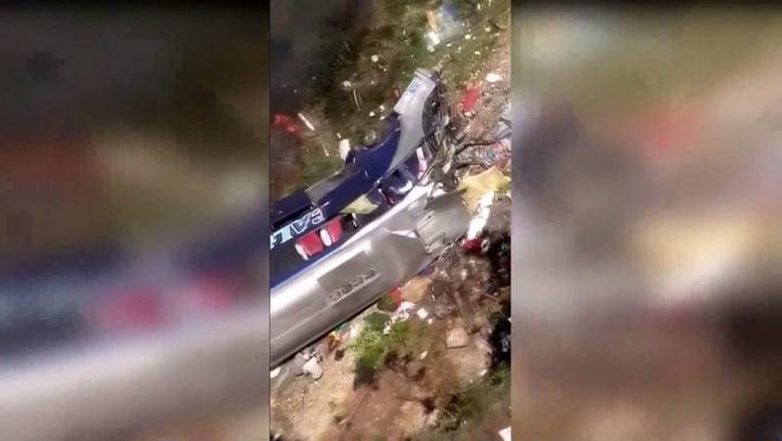 Cerca de 16 muertos y 27 heridos al caer un autobús de un viaducto en Brasil