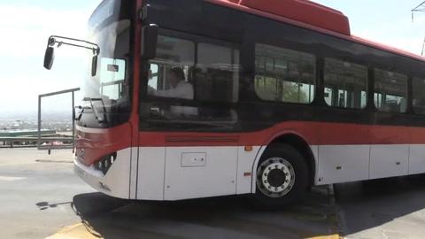 Autobuses eléctricos ya circulan por Santiago