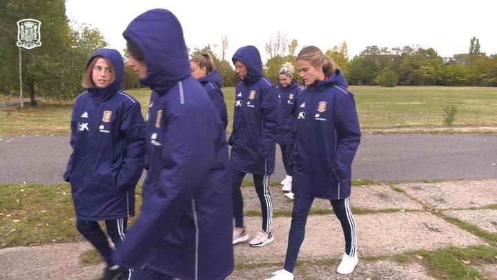 La selección española femenina antes de medirse a la República Checa