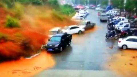 Violento deslizamiento de tierra en China