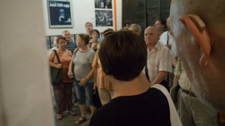 Megmutattuk a pártoló tagjainknak a HVG címlap kiállítását