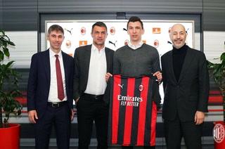 OFICIAL: El AC Milan anuncia el fichaje del delantero Mario Mandzukic quien firmó hasta junio