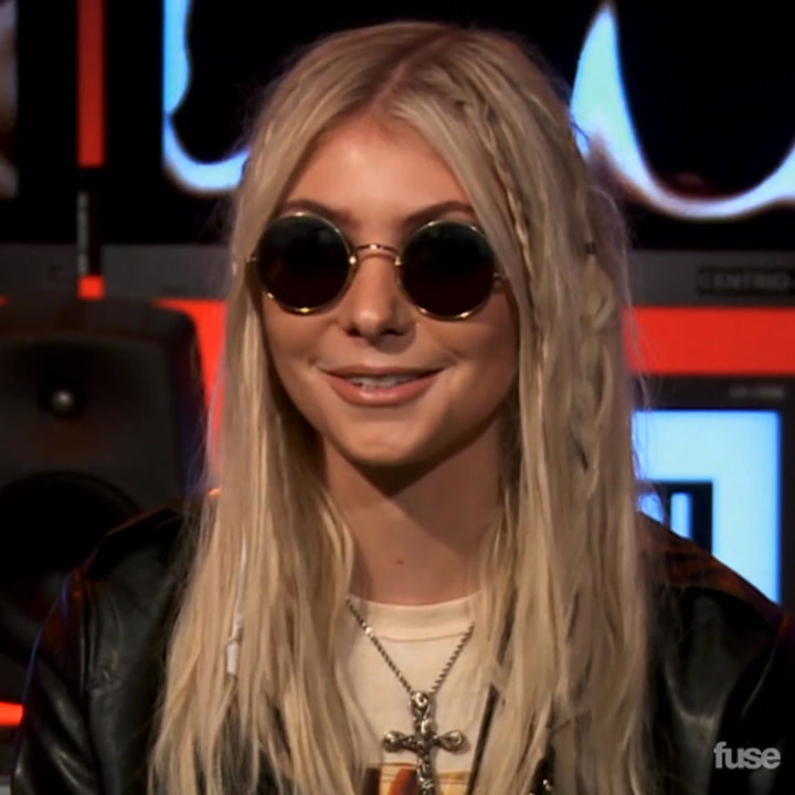 """The Pretty Reckless """"Going to Hell"""" - Inside Track"""
