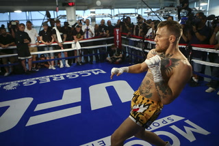 """Freddy Roach: """"As Mayweather gets…closer the kick might come"""""""