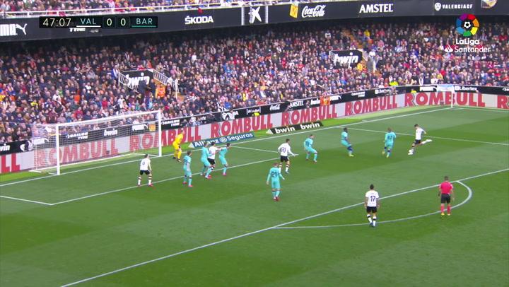 Gol de Jordi Alba (p.p.) (1-0) en el Valencia 2-0 Barcelona