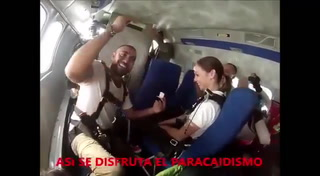 Periodista hondureña recibe propuesta de matrimonio en las alturas