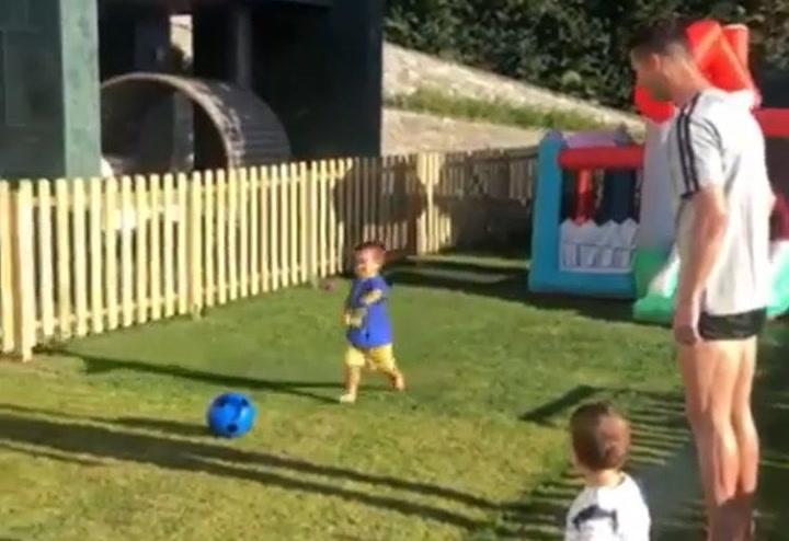 Mateo, hijo de Cristiano Ronaldo, ya marca goles con solo 22 meses