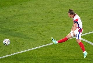 El golazo de Modric con Croacia en la Eurocopa a tres dedos