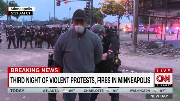 Detienen al periodista de CNN Omar Jiménez en pleno directo en Minneapolis