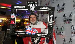 Raiders fans arrive in London for Bears game – Video