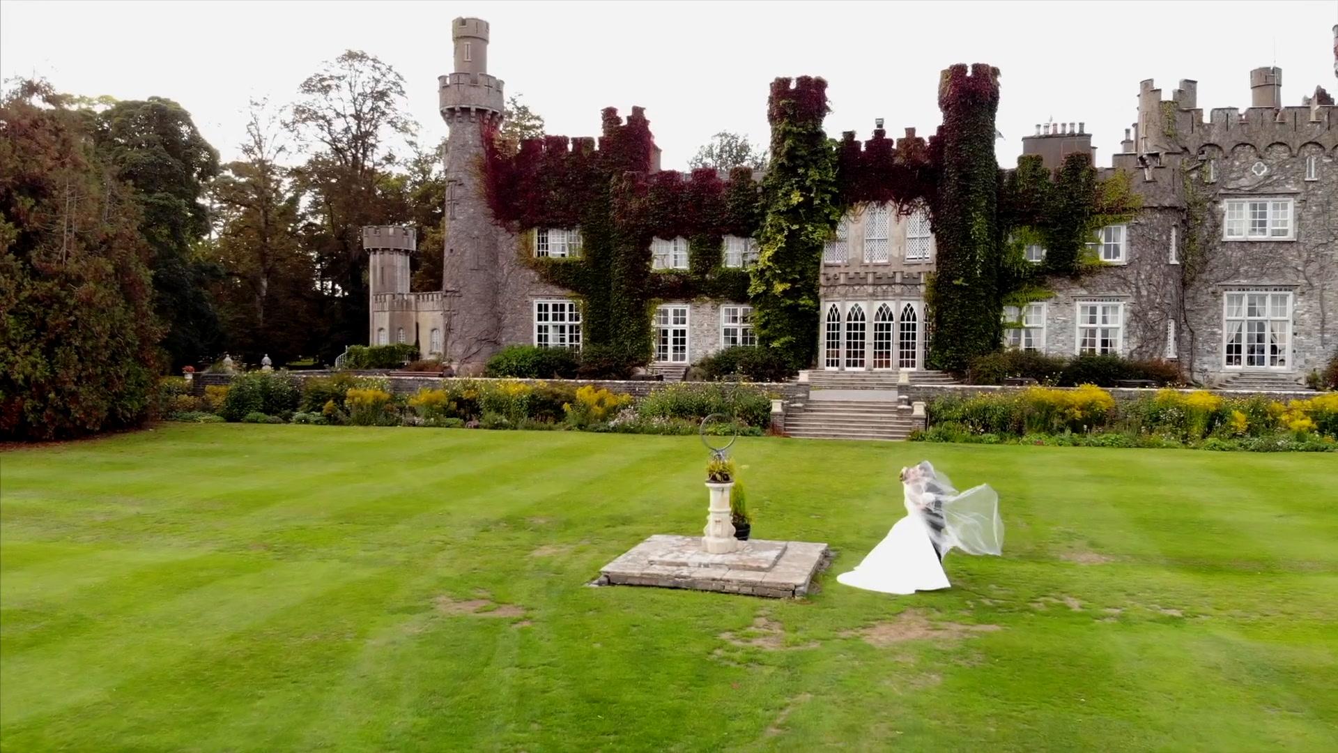 Jessica + Leo | Dublin, Ireland | Luttrellstown Castle