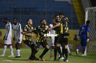 Goleada del Real España al Honduras Progreso en el estadio Morazán