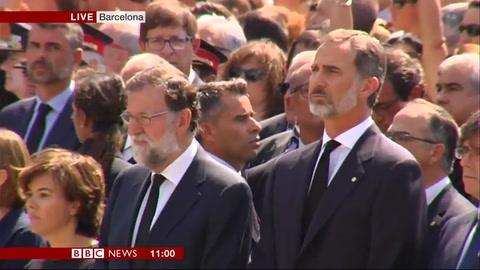 No tengo miedo y silencio, el homenaje de miles de personas a las víctimas en Barcelona