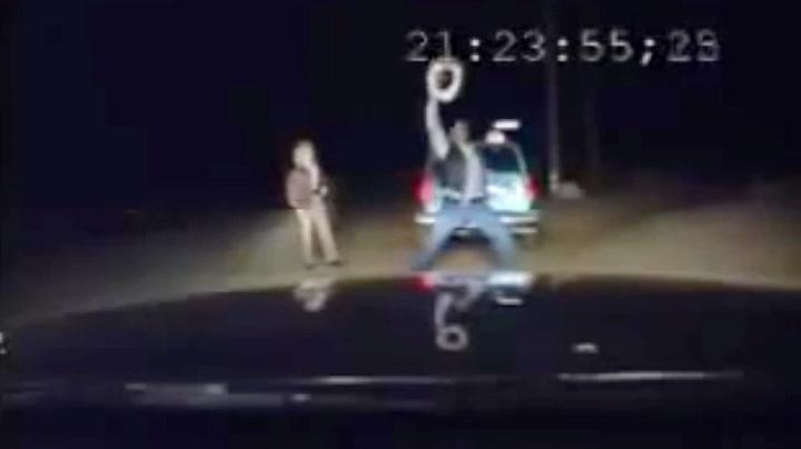 Stupfull cowboy gjør alt han kan for å lure politiet
