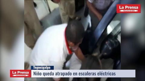 Niño queda atrapado en escaleras de Toncontín