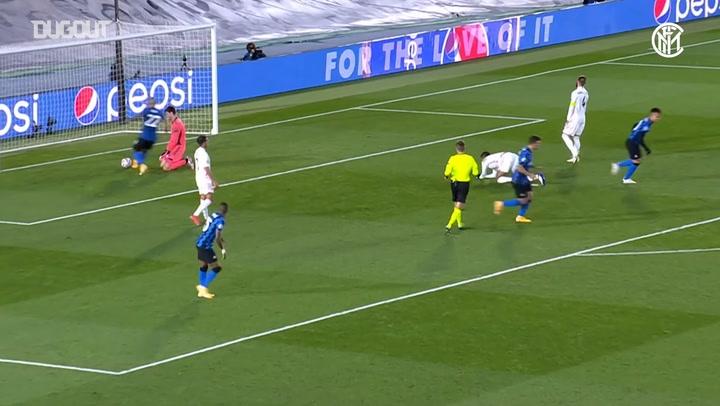 Nicolò Barella's back-heel assist vs Real Madrid - Dugout