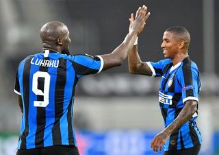 Inter le está pegando al Leverkusen por la Europa League en un partidazo