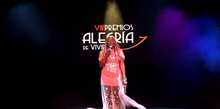 Lucrecia presenta su nueva canción 'La Familia'