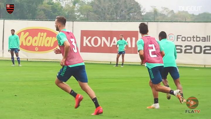 Flamengo train under Maurício Souza's guidance