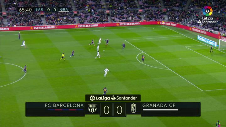El poste de Eteki que casi adelanta al Granada en el Camp Nou