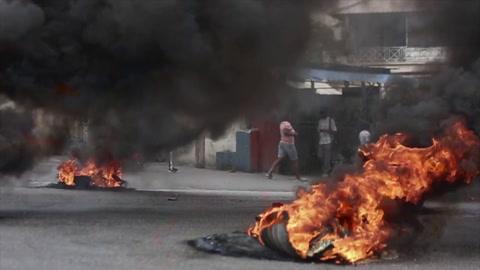 Violencia entre policías y militares deja a la capital de Haití paralizada