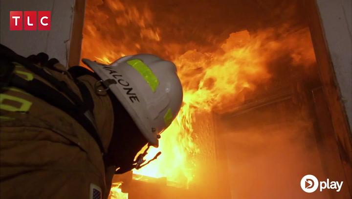 Manden brænder gæstehuset ned, mens konen er ude