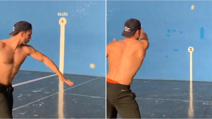 Miguel Ángel Silvestre muestra su talento como pelotari
