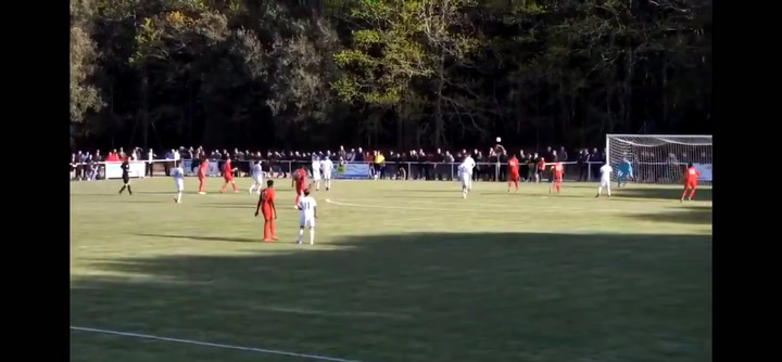 Gol del jugador inglés  Louie Barry, de 16 años