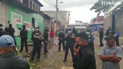 Policía Nacional desaloja vendedores cerca del mercado Zonal Belén