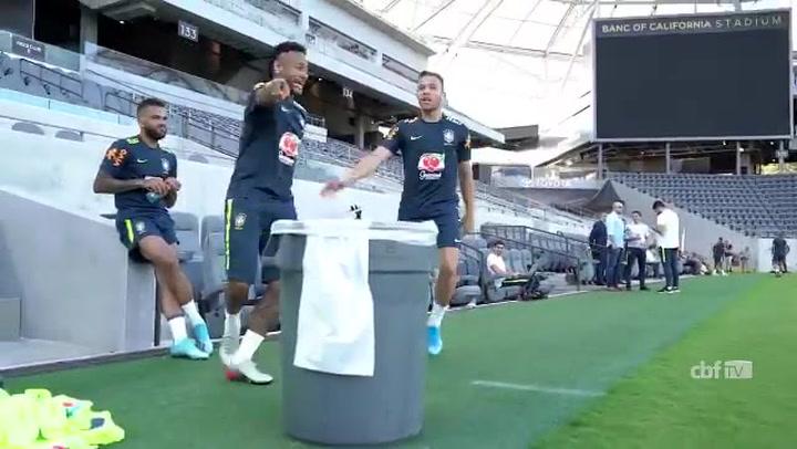 Neymar trolea a Arthur
