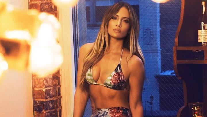 Jennifer López luce espectacular en un reportaje fotográfico