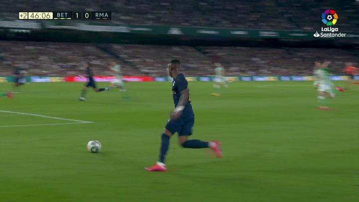 Gol de Benzema (p.) (1-1) en el Betis 2-1 Real Madrid