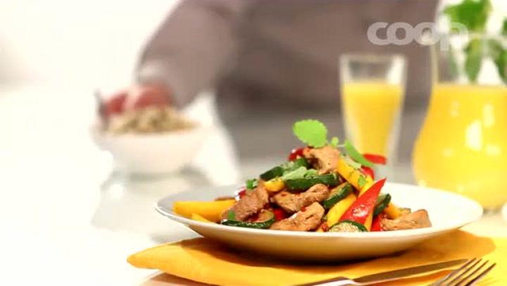 Hvordan lage wok med svinekjøtt