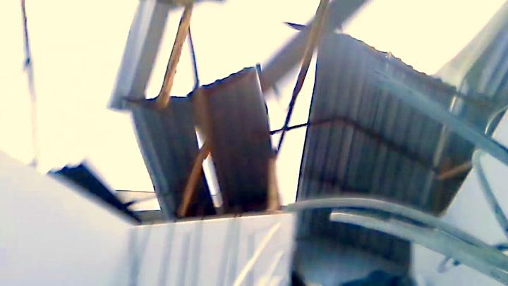 Filmer når taket plutselig forsvinner