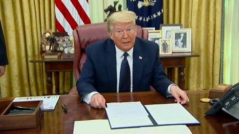 Furioso con Twitter, Trump firma decreto para limitar protección de las redes sociales
