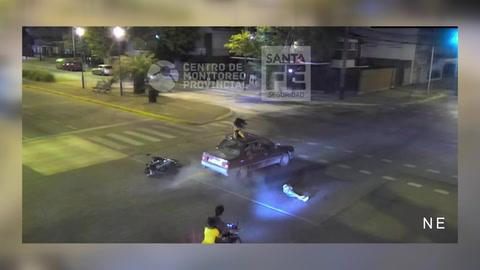 Una nena de 14 años iba en moto, chocó y terminó en el techo de un auto en zona sur