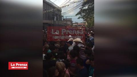 Multitudinario adiós a comunicador social asesinado en Copán
