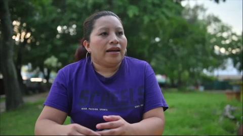 Salvadoreña encarcelada por aborto comparte su drama en un documental