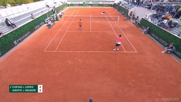 ¡Feliciano López recibe un tremendo bolazo en la cara de su compañero de dobles!