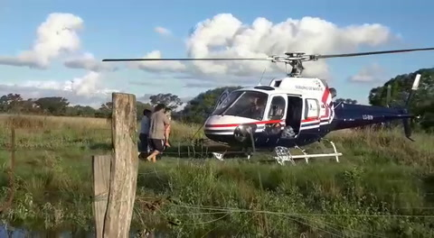Dramático rescate de un anciano cercado por la inundación