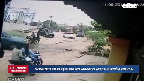 Momento en el que grupo armado ataca furgón policial y rescatan a narco en Paraguay
