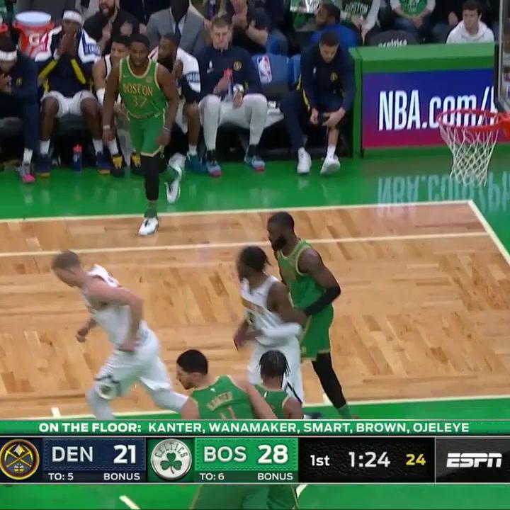 Juancho Hernangomez suma 7 puntos contra los Boston Celtics