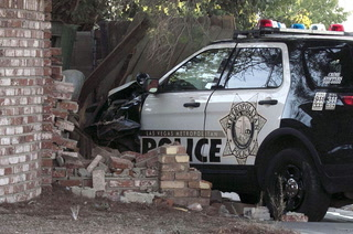 Las Vegas police car crashes during pursuit – Video