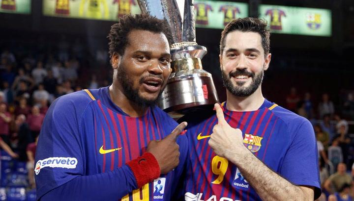 El Barça Lassa celebra su título de la Liga ASOBAL